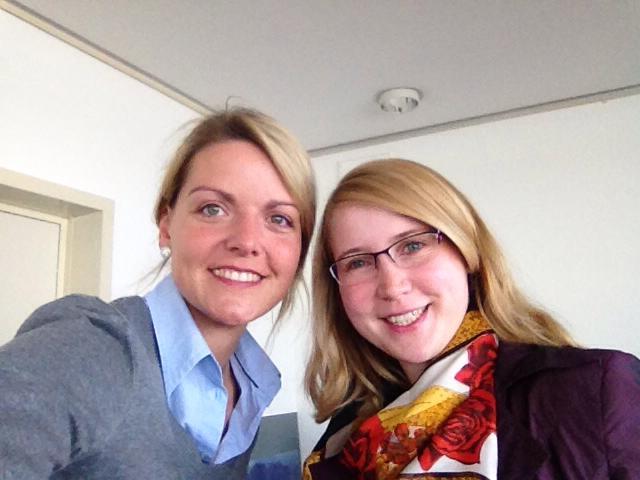 Corinna Cuypers begleitet Christina Schulze Föcking im Rahmen des Mentorenprogramms der Frauen Union NRW im Landtag