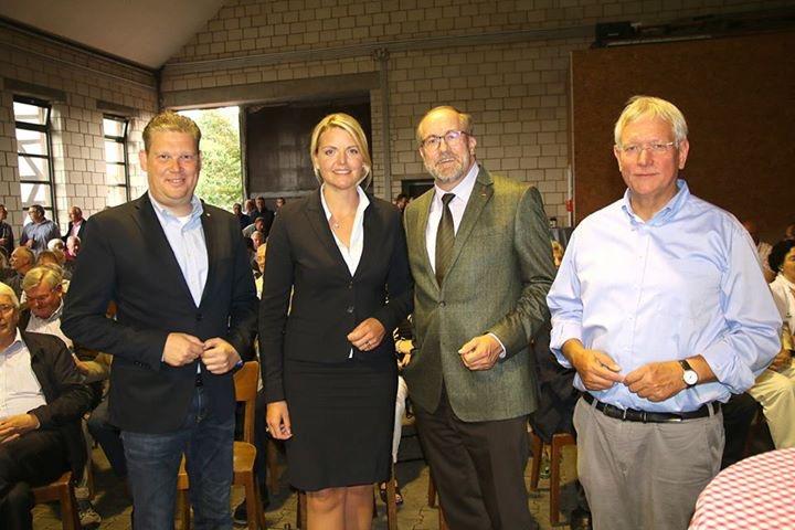 Agrarpolirische Veranstaltung mit Bundestagskandidat Hans-Jürgen Thies auf dem Hof Uhlenberg in Bühl-Wederich