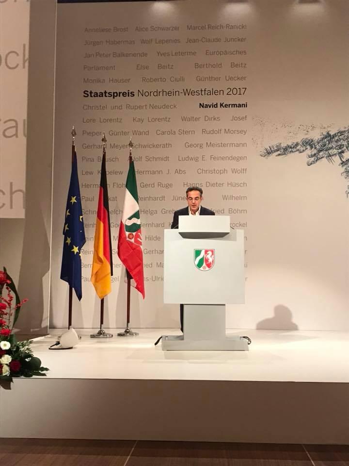 Navid Kermani hat den Staatspreis des Landes Nordrhein-Westfalens 2017 verliehen bekommen.